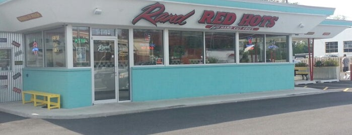 Rand Red Hots is one of Unofficial LTHForum Great Neighborhood Restaurants.