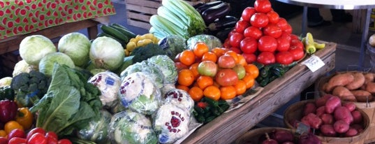 Nashville Farmers Market is one of Lugares favoritos de Latonia.