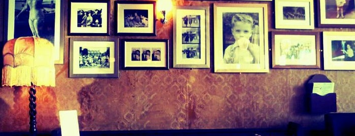 Modelo Lounge Café Bar is one of B.