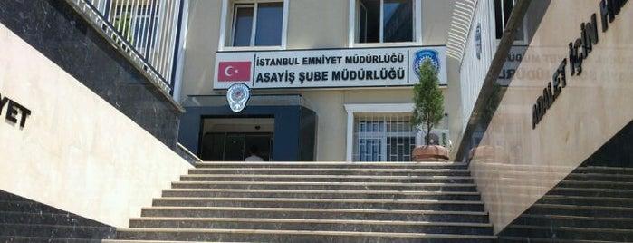 Gayrettepe Emniyet Müdürlüğü is one of Tempat yang Disukai Nihat.