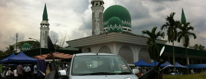 Masjid Lapangan Terbang Sultan Abdul Aziz Shah is one of masjid.