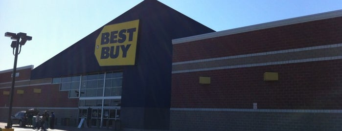 Best Buy is one of Locais curtidos por Leslie.