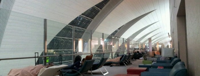 Emirates Business Class Lounge is one of Posti che sono piaciuti a Andrew.