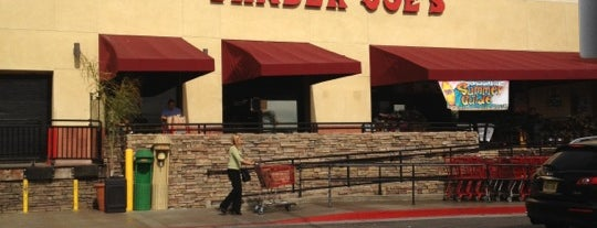 Trader Joe's is one of Orte, die jenny gefallen.