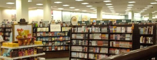 Barnes & Noble is one of Posti che sono piaciuti a Nicholas.