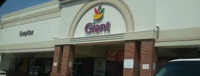 Giant Food is one of Lugares favoritos de Krissy.