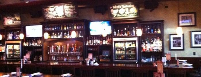 Wood-n-Tap Bar & Grill is one of Lindsaye'nin Beğendiği Mekanlar.