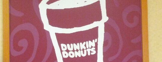 Dunkin' is one of Lugares favoritos de Fil.