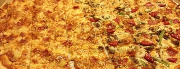 Calda Pizza is one of Locais curtidos por Anne.