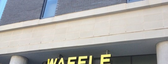 Waffle House is one of Danyelさんのお気に入りスポット.