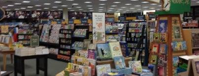 Barnes & Noble is one of Orte, die Alejandra gefallen.