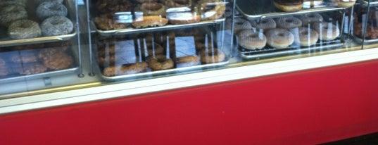 Top Donut is one of Orte, die B gefallen.