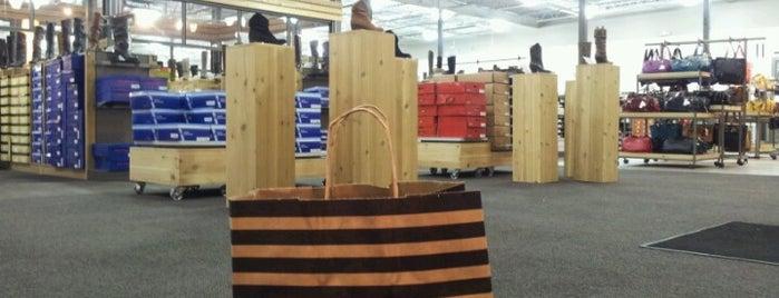 DSW Designer Shoe Warehouse is one of Lugares guardados de Adriana.