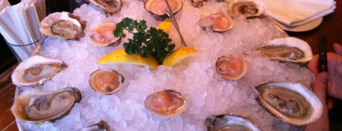 Blue Ribbon Brasserie is one of NYC Happy hour oysters.