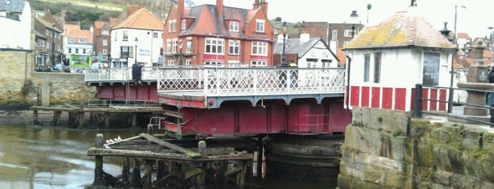 Whitby Swing Bridge is one of Posti che sono piaciuti a Carl.