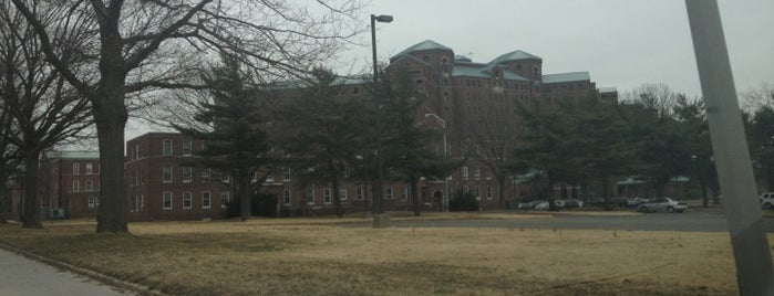 Pilgrim State Psychiatric Center is one of Posti che sono piaciuti a Karissa.