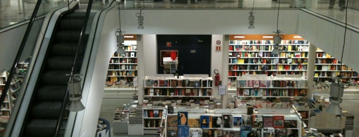 Ibs.it Bookshop is one of Orte, die Viola gefallen.