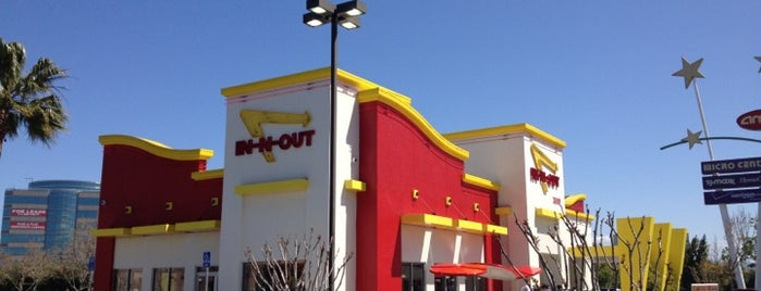 In-N-Out Burger is one of Tempat yang Disukai Ryan.