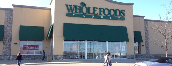 Whole Foods Market is one of Bobさんのお気に入りスポット.
