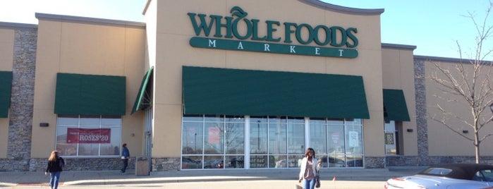 Whole Foods Market is one of Tempat yang Disukai Bob.