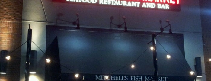 Mitchell's Fish Market is one of Locais curtidos por Cindy.
