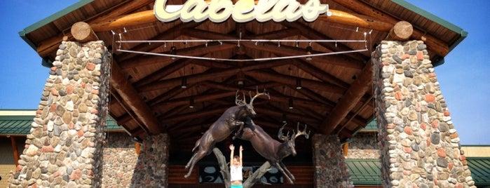 Cabela's is one of Tempat yang Disukai Klint.