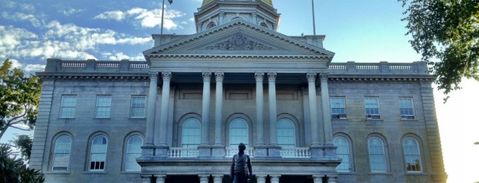 New Hampshire State House is one of State Capitols.