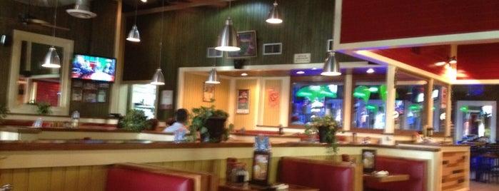 Chili's Grill & Bar is one of Tempat yang Disukai Liliana.