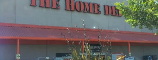 The Home Depot is one of Michael 님이 좋아한 장소.