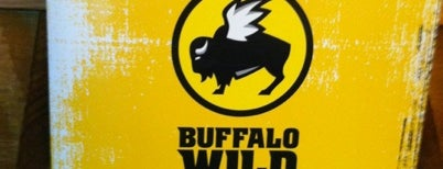 Buffalo Wild Wings is one of Lieux qui ont plu à Lauren.