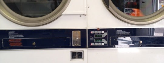 Laundromat is one of Locais curtidos por liz.