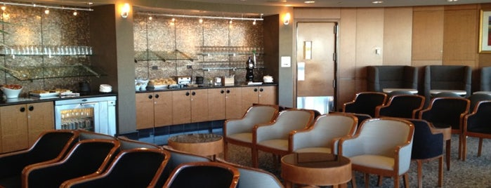 Delta Sky Club is one of Locais curtidos por bill.