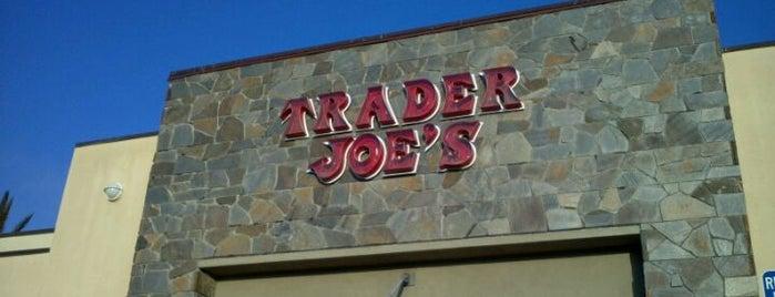 Trader Joe's is one of Locais curtidos por Allison.