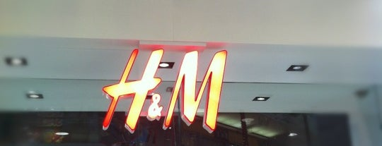H&M is one of Zarahi's Liked Places.