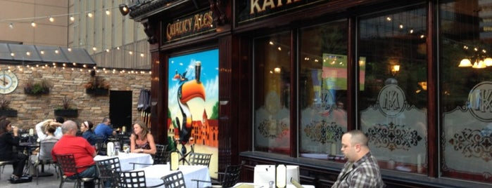 Katie Mullen's Irish Pub is one of Lugares favoritos de Andrea.