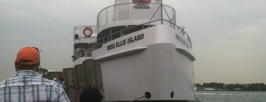 Miss Ellis Island is one of Nueva York.