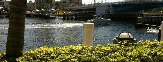 Houston's is one of Dock & Dine #VisitUS.