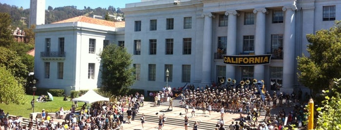 Sproul Plaza is one of Posti salvati di Darcy.