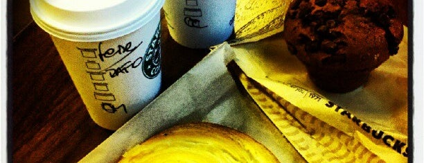 Starbucks is one of Desayuno-Merienda.