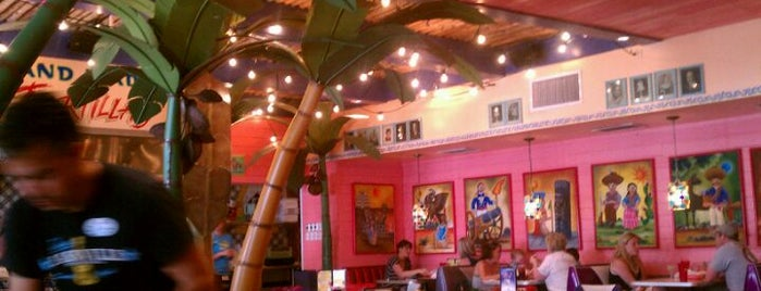 Chuy's Midtown is one of Lieux sauvegardés par Mary.