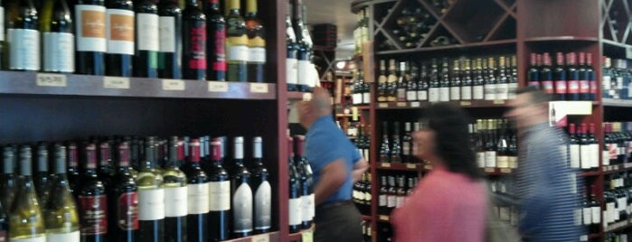 Beacon Wines & Spirits is one of Lieux qui ont plu à Will.