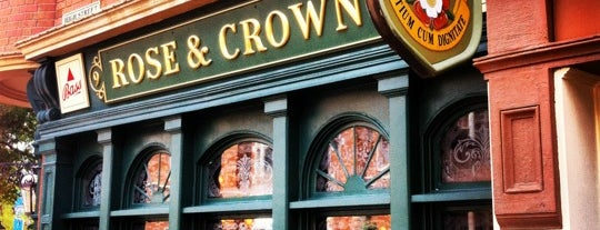 The Rose & Crown Pub & Dining Room is one of Tempat yang Disukai Leonda.