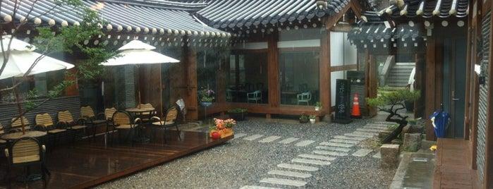스미스가 좋아하는 한옥 is one of Seoul/Korea.