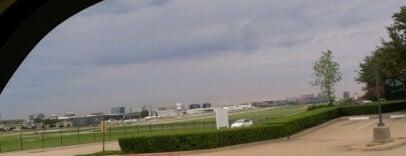Addison Jetport Terminal is one of Lugares favoritos de Mirinha★.
