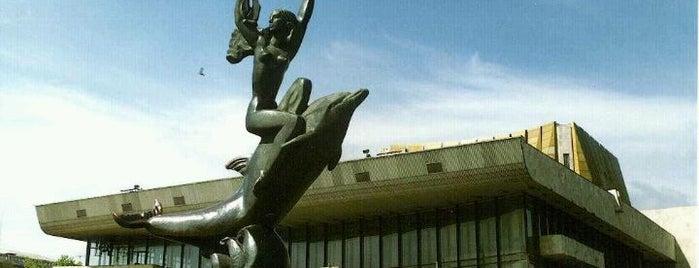 Скульптура «Девушка и дельфин» is one of Orte, die Yunus gefallen.