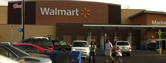Walmart Supercenter is one of Gastonさんのお気に入りスポット.