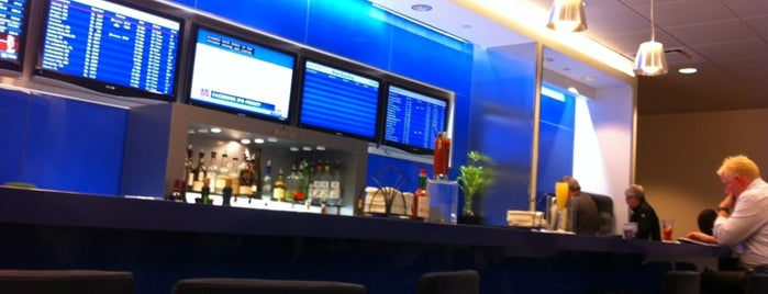 Delta Sky Club is one of Lugares favoritos de Andrew.