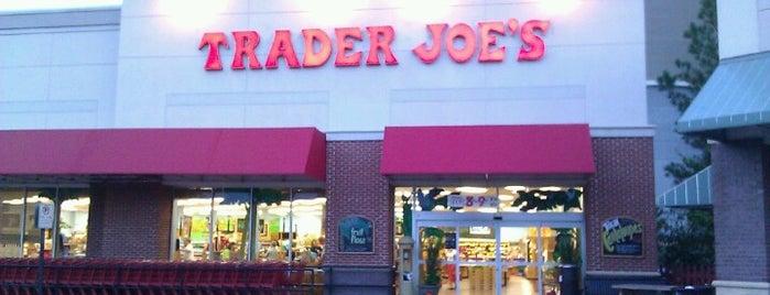 Trader Joe's is one of Tempat yang Disukai Deborah.