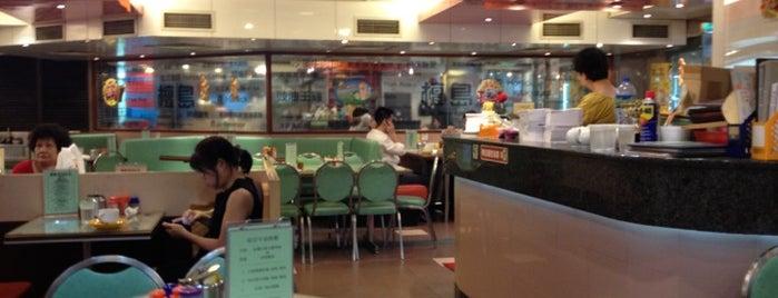 檀岛咖啡饼店 is one of Lieux qui ont plu à Shank.