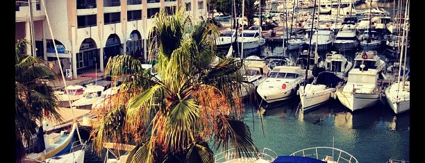 Port Fréjus is one of Lieux qui ont plu à Tomo.